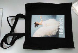 Černý vzorkový sáček od britského zákazníka byl vytištěn textilní tiskárnou dtg
